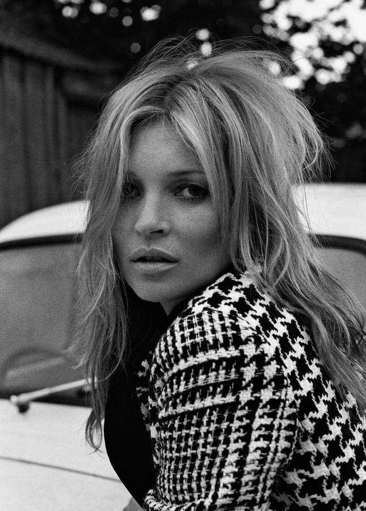 716x1000xkate-moss-outdoor-shoot2.jpg.pagespeed.ic.Qsi7W07f-a