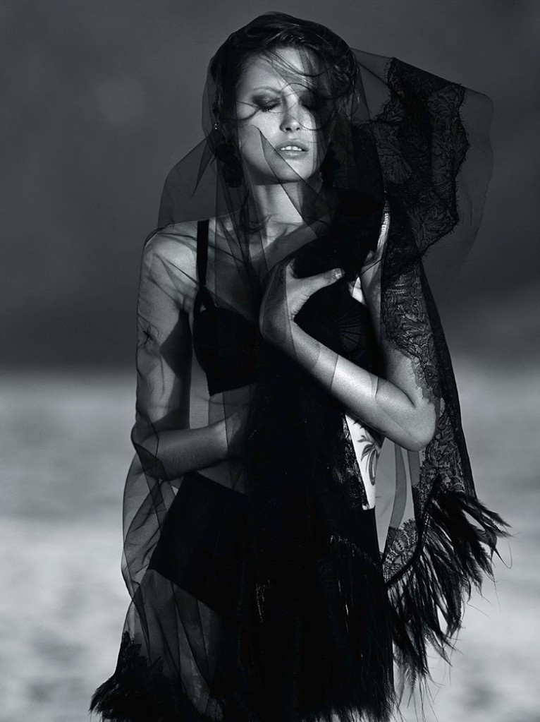 catherine-mcneil-gilles-bensimon-vogue-australia-october-2014-6
